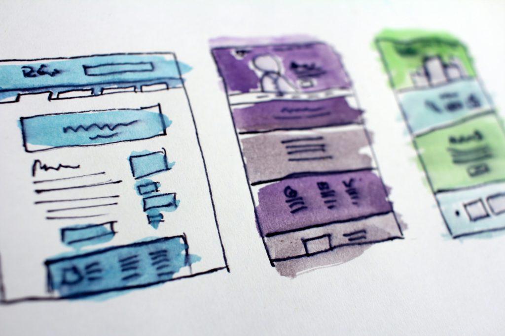 Schetsen van pagina-layouts op papier